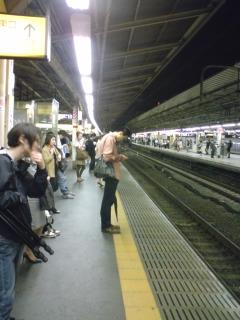 真夜中の新宿駅ホーム